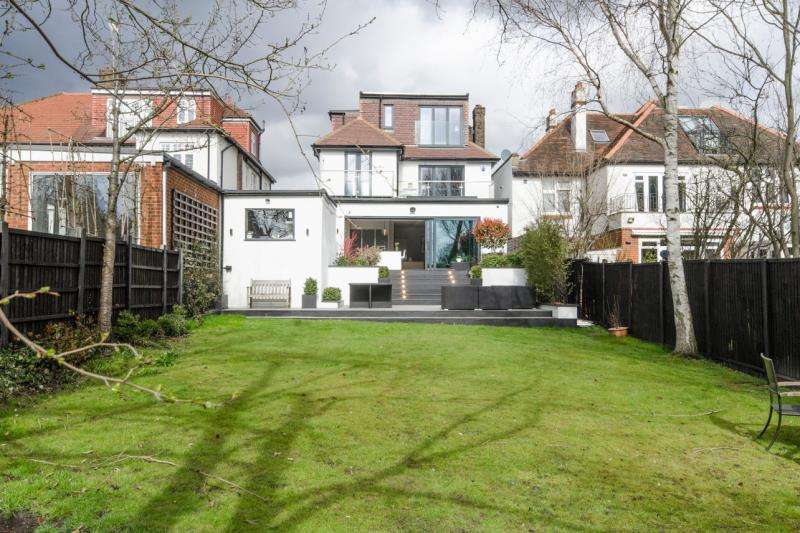 5 Bedrooms Detached House for sale in Cranley Gardens, N10