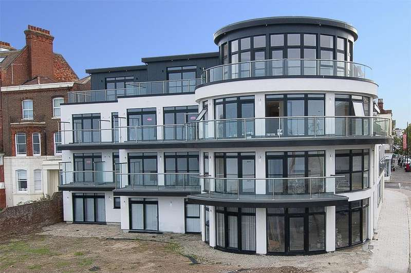 3 Bedrooms Flat for sale in Central Parade, Herne Bay, Kent