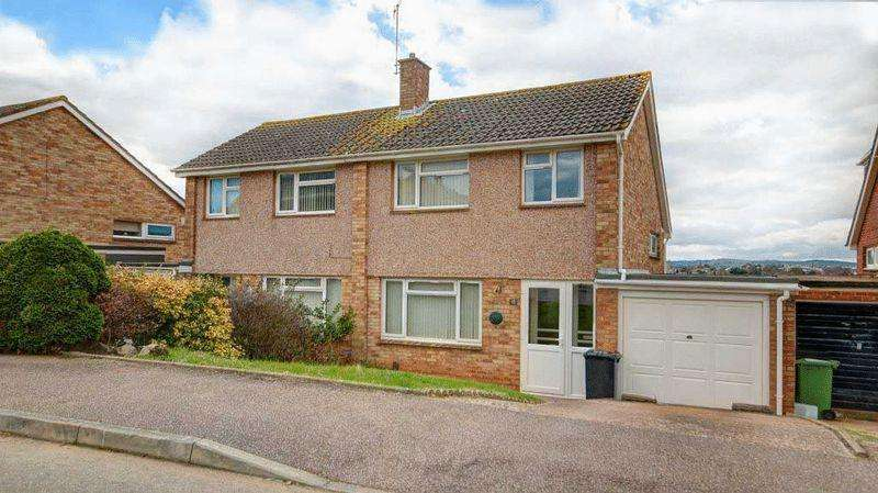 3 Bedrooms Semi Detached House for sale in Garden Close, Broadfields