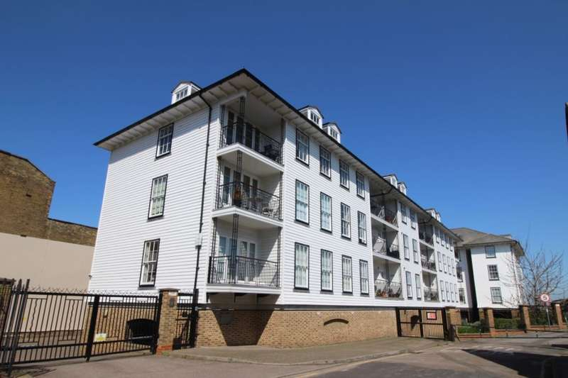 2 Bedrooms Flat for sale in Commercial Place, Gravesend, DA12