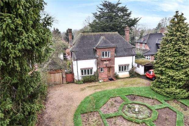 4 Bedrooms Detached House for sale in Taplow Common Road, Burnham