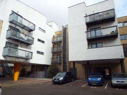2 Bedrooms Flat for sale in Betsham Street, Manchester, Greater Manchester