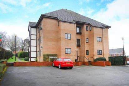 1 Bedroom Flat for sale in Lindisfarne Court, Chesterfield, Derbyshire