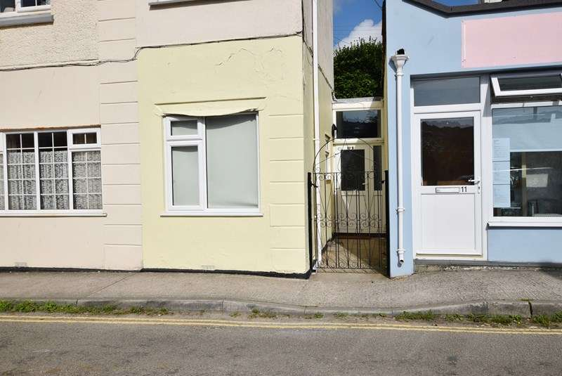2 Bedrooms Ground Flat for sale in Boscawen Road, Perranporth