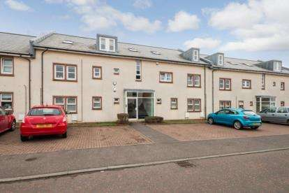 3 Bedrooms Flat for sale in Derwent Court, Hill Street