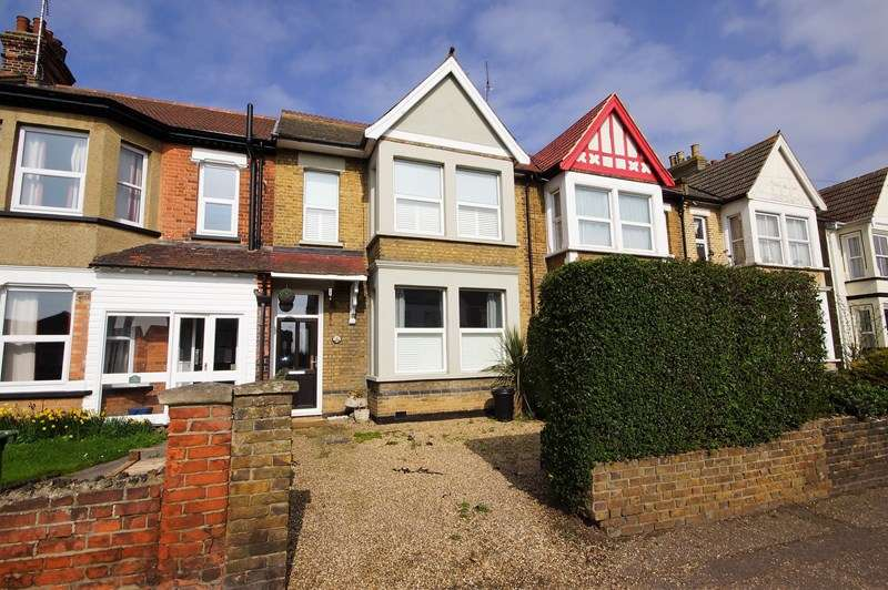 3 Bedrooms Terraced House for sale in High Street, Shoeburyness, Southend-On-Sea