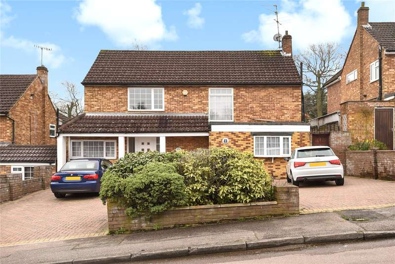 4 Bedrooms Detached House for sale in Little Potters, Bushey, WD23