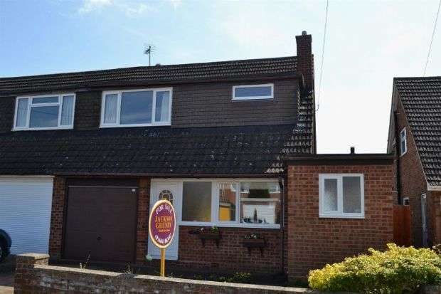 3 Bedrooms Semi Detached House for sale in Wallwin Close, Roade, Northampton NN7 2NA