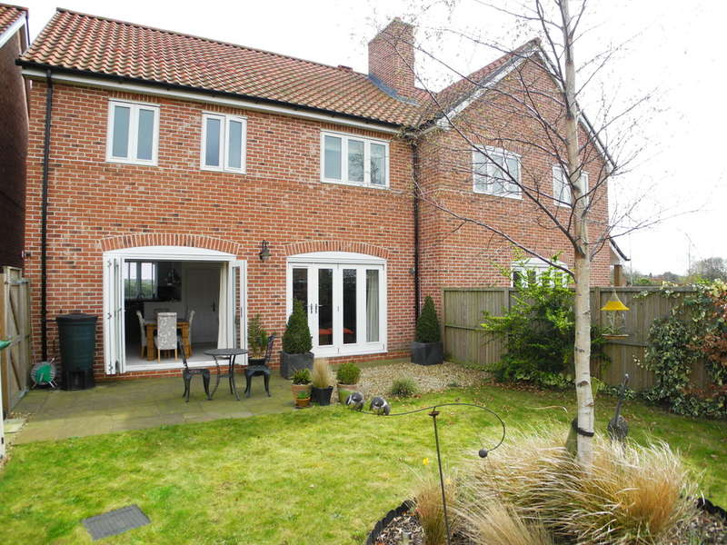 3 Bedrooms Semi Detached House for sale in Pirnhow Street, Ditchingham, Bungay