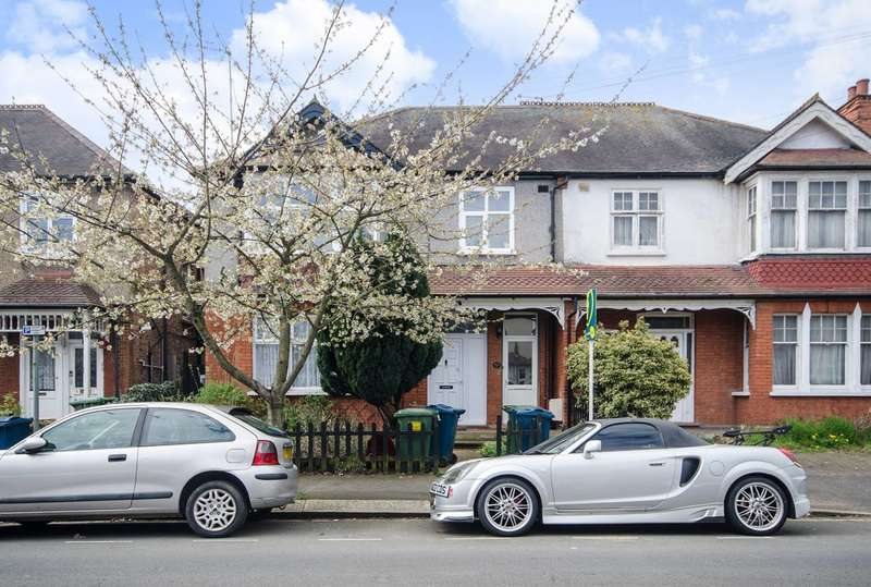 2 Bedrooms Flat for sale in Radnor Road, Harrow, HA1