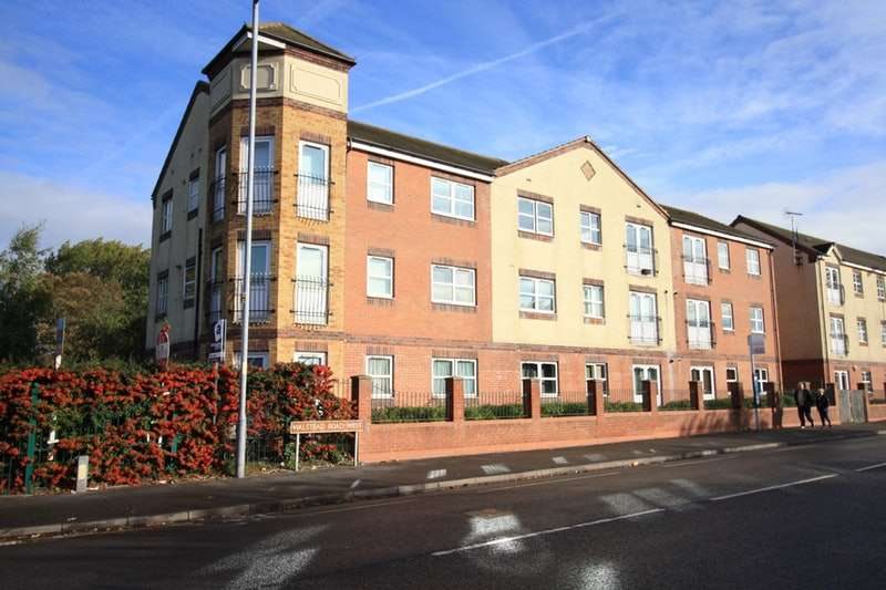 2 Bedrooms Flat for sale in Manorhouse Close, Walsall, West Midlands, WS1