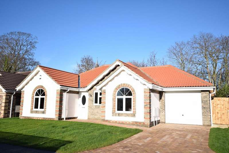 3 Bedrooms Detached Bungalow for sale in Nightingale Way, Clacton-on-Sea
