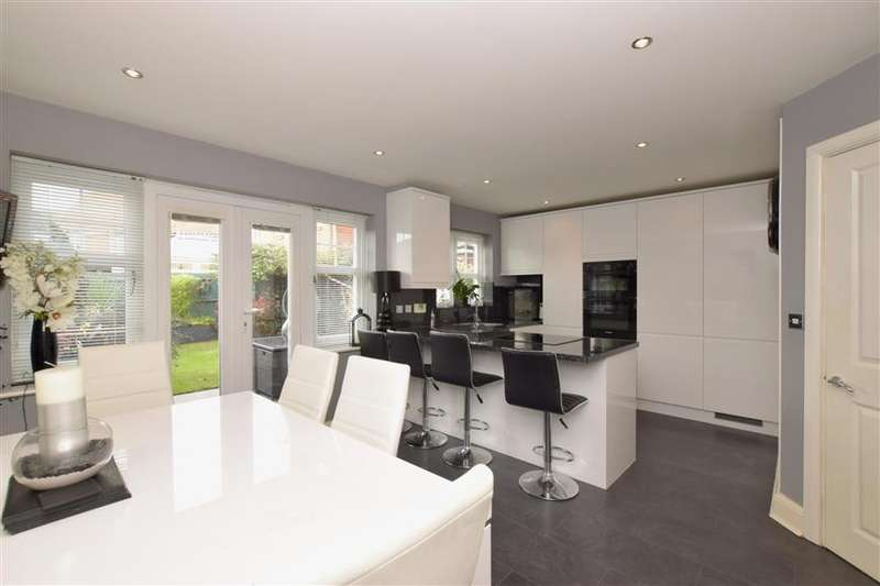 4 Bedrooms Town House for sale in Hunnisett Close, Selsey, Chichester, West Sussex