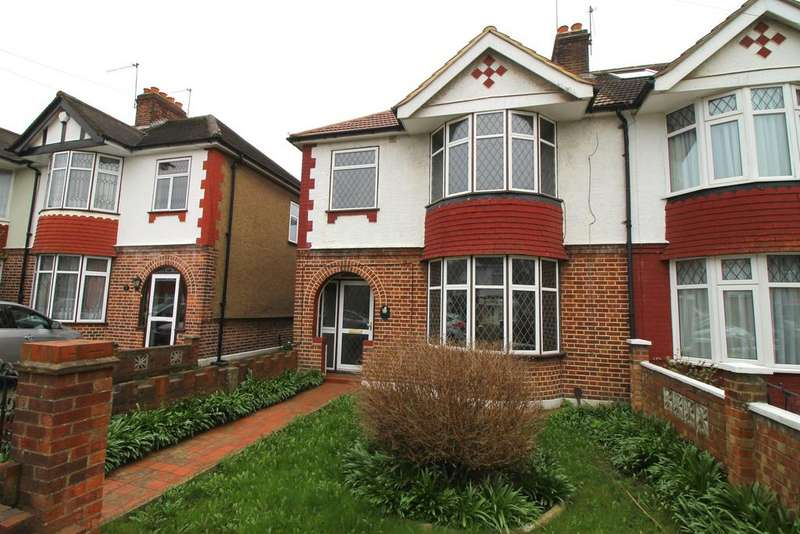 3 Bedrooms Semi Detached House for rent in Dorechester Waye, Hayes, Greater London UB4