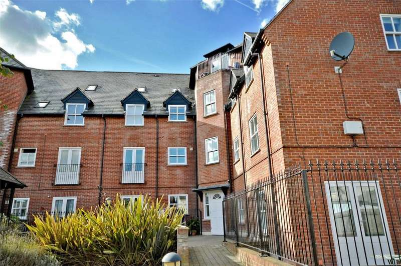 2 Bedrooms Flat for sale in 20 Haslers Place, Haslers Lane, Great Dunmow