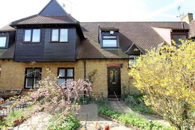 3 Bedrooms Terraced House for sale in London Road, Purfleet
