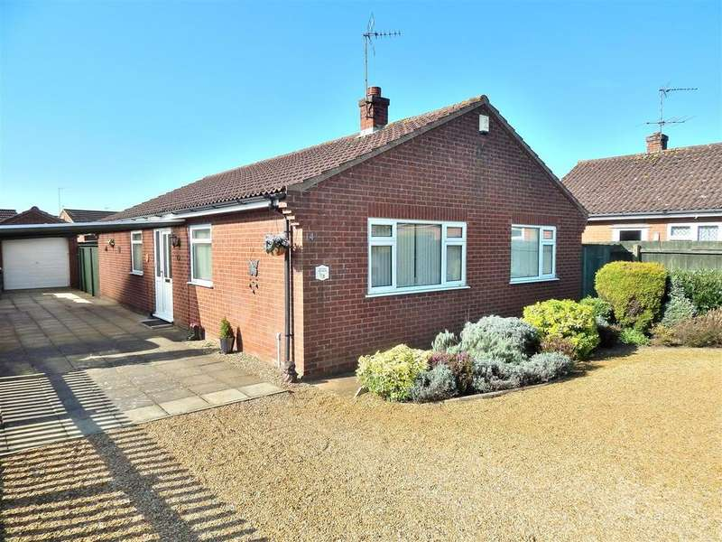 3 Bedrooms Detached Bungalow for sale in Viceroy Close, Dersingham, King's Lynn