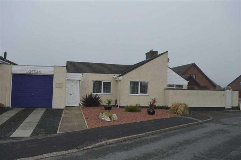 3 Bedrooms Detached Bungalow for sale in 4, Bishton Walk, Tywyn, Gwynedd, LL36