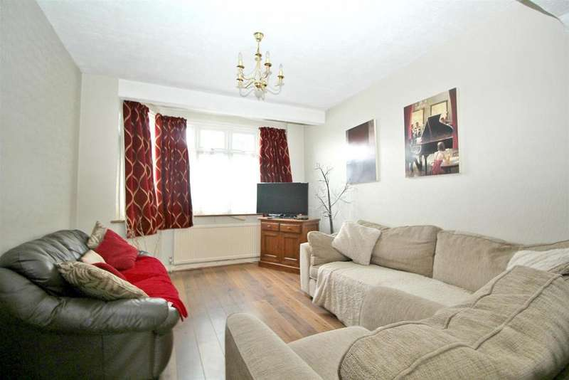 3 Bedrooms House for sale in Eastbury Avenue, Enfield