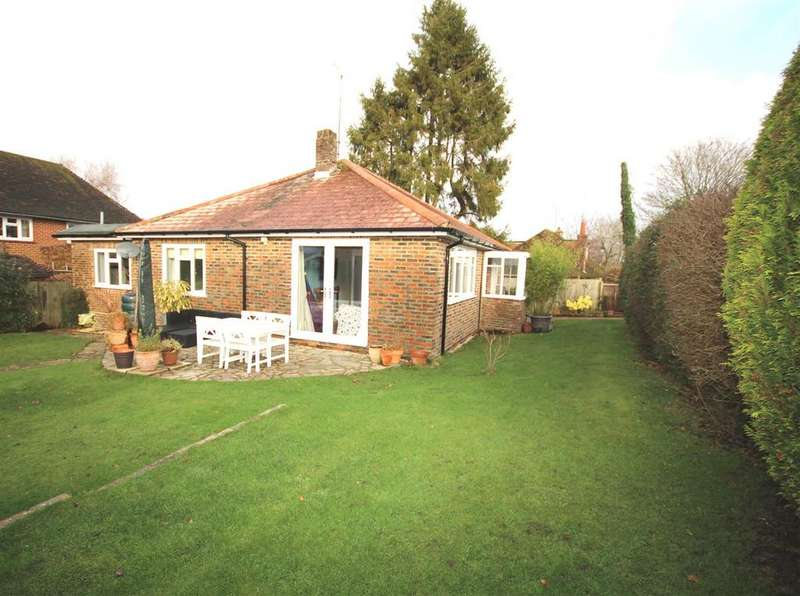 3 Bedrooms Detached Bungalow for sale in Church Street, Henfield