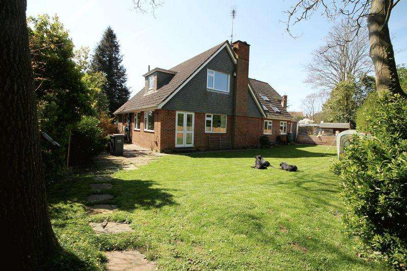 4 Bedrooms Unique Property for sale in Lindens Close, Emsworth