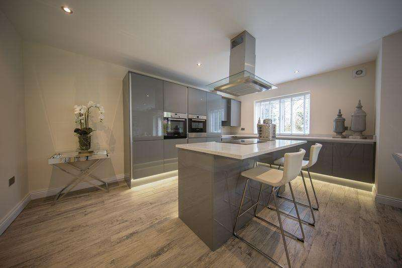 3 Bedrooms Duplex Flat for sale in Bamford Brook, Bamford, Rochdale