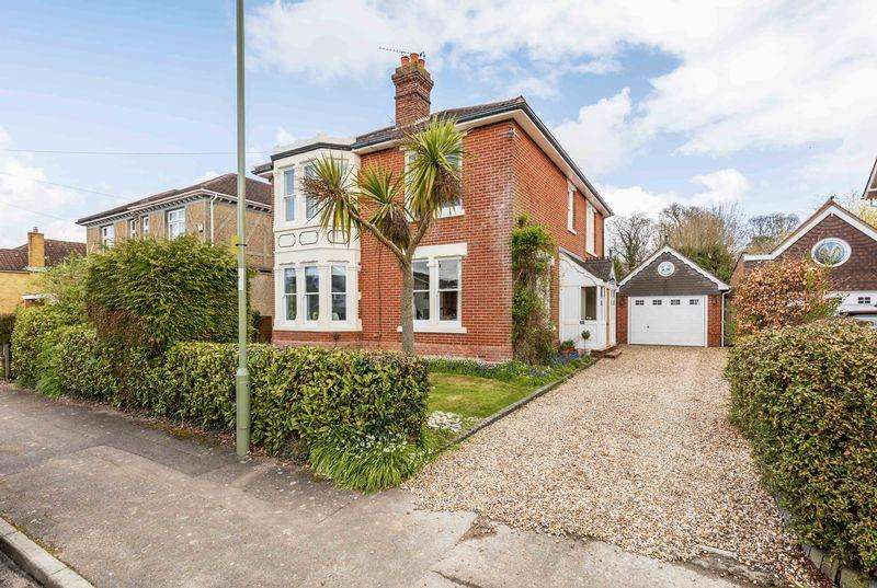 5 Bedrooms Detached House for sale in Wallis Road, Waterlooville