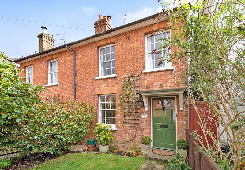 2 Bedrooms Semi Detached House for sale in Howard Road, Dorking, Surrey, RH4
