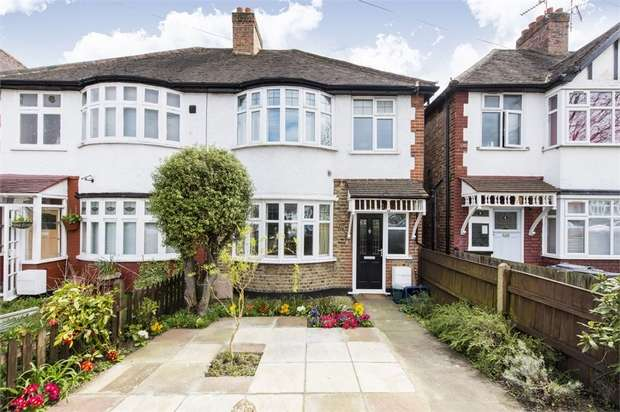 3 Bedrooms Semi Detached House for sale in Hartham Road, Isleworth, Middlesex