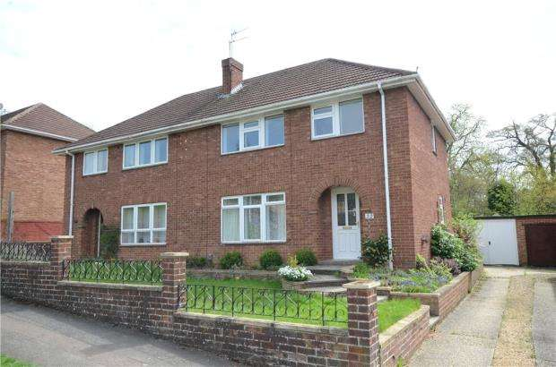 3 Bedrooms Semi Detached House for sale in Winton Road, Reading, Berkshire