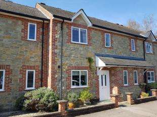 2 Bedrooms Terraced House for sale in Millbrook Court, Lamberts Lane, Midhurst, West Sussex