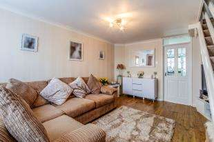 2 Bedrooms Terraced House for sale in Uplands Close, Rochester, Kent, .