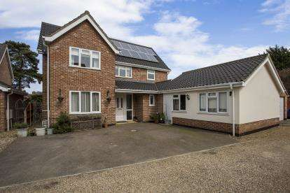 5 Bedrooms Detached House for sale in Attleborough, Norwich, Norfolk