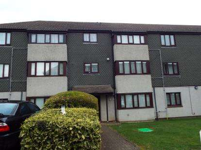 2 Bedrooms Flat for sale in Teviot Avenue, Aveley, South Ockendon