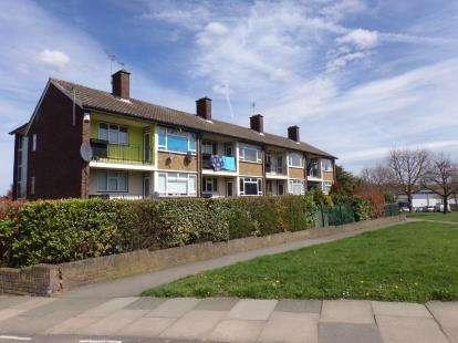 1 Bedroom Flat for sale in Trowbridge Road, Harold Hill, Romford