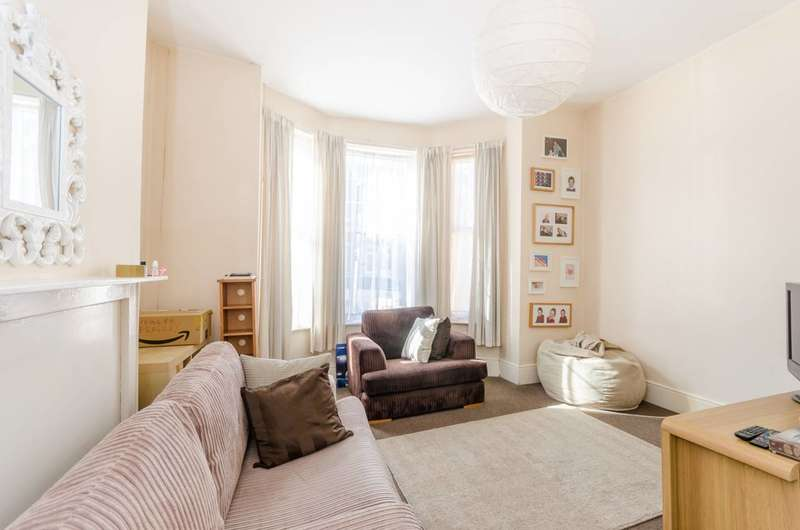 3 Bedrooms House for sale in Braydon Road, Stamford Hill, N16