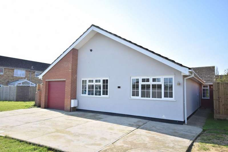 3 Bedrooms Detached Bungalow for sale in Woodlands Rise, Weeley