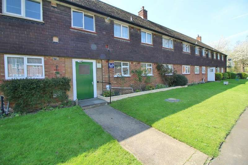 2 Bedrooms Flat for sale in Whitefields Road, West Cheshunt,, Herts, EN8