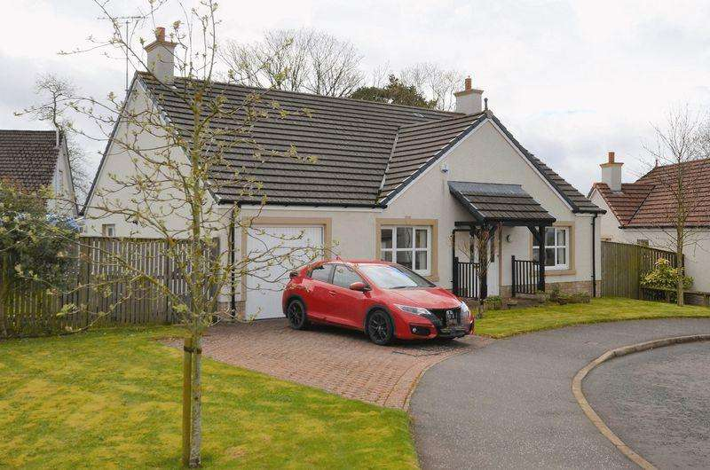 4 Bedrooms Detached Bungalow for sale in 33 Netherplace Quadrant, Mauchline KA5 5AS