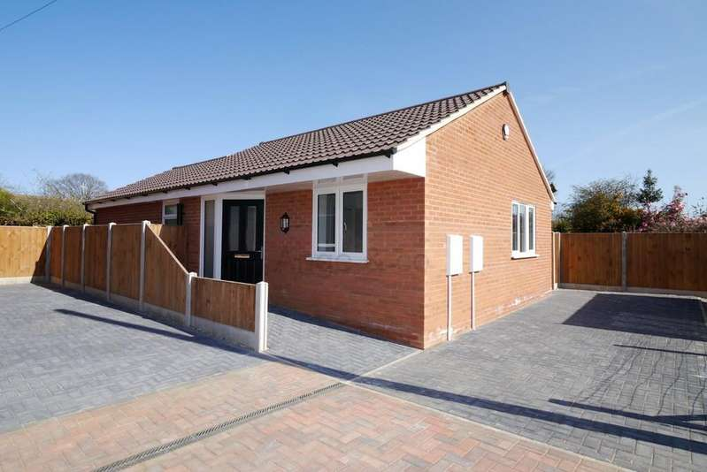 2 Bedrooms Detached Bungalow for sale in Meadow Way, Carlton Colville, Lowestoft