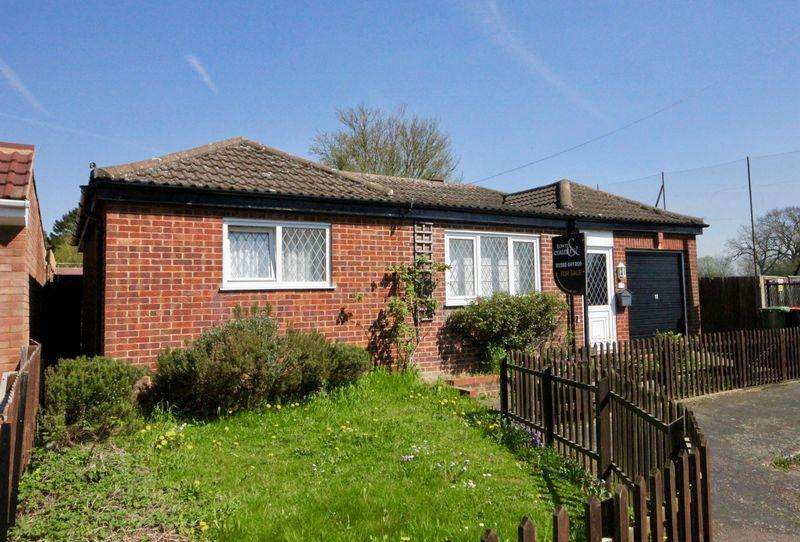 2 Bedrooms Detached Bungalow for sale in Ledwell Road, Caddington, **** NO UPPER CHAIN ****