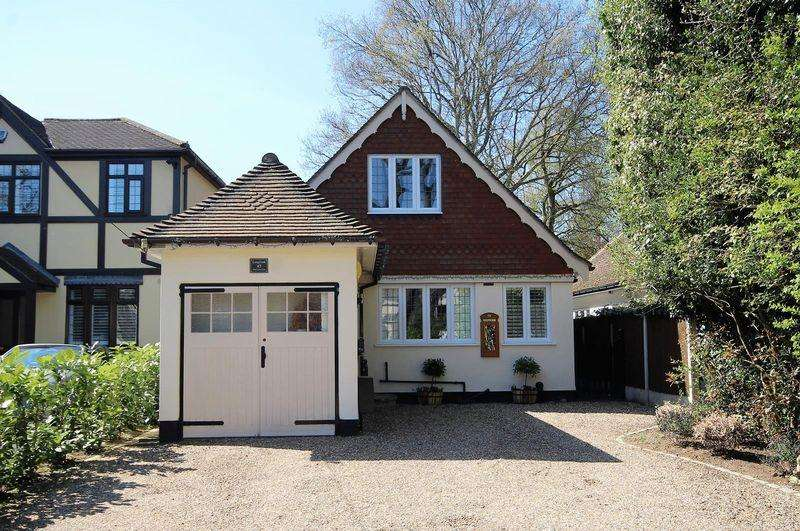 3 Bedrooms Detached House for sale in Hall Green Lane, Hutton