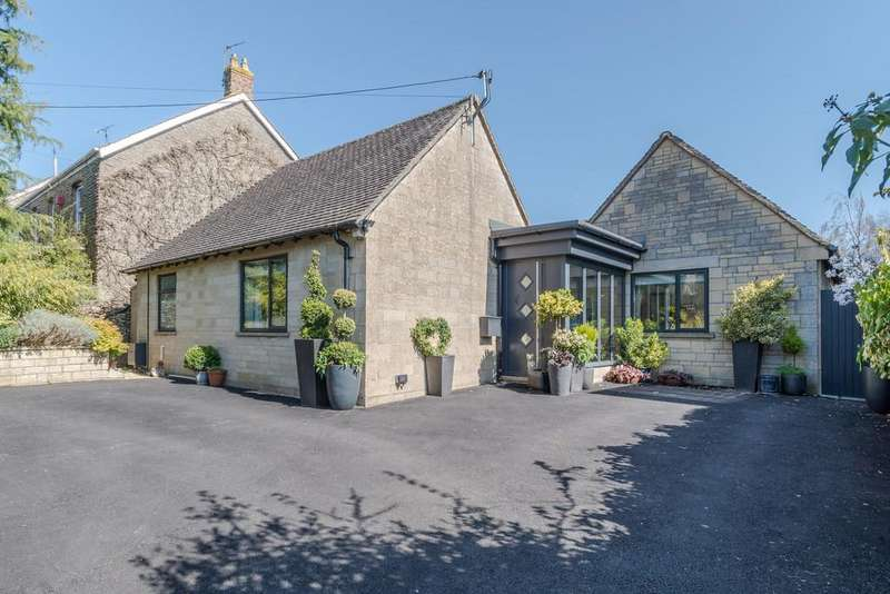 3 Bedrooms Detached Bungalow for sale in Cirencester Road, Tetbury