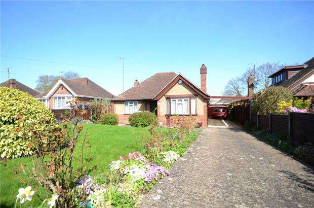 3 Bedrooms Detached Bungalow for sale in Redhatch Drive, Earley, Reading