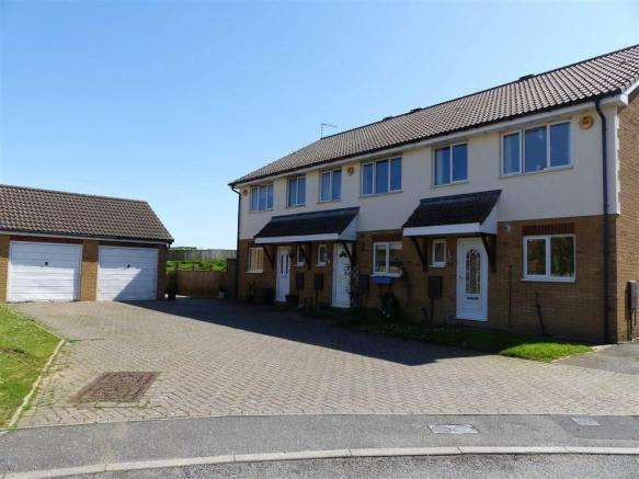3 Bedrooms Property for sale in Cornflower Close, Weymouth, Dorset