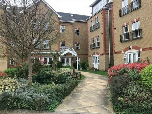 1 Bedroom Flat for sale in Kingfisher Court, Draper Close, Isleworth, Middlesex