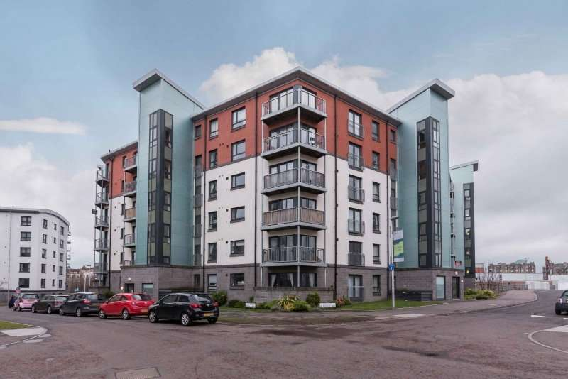 2 Bedrooms Flat for sale in Lochend Park View, Easter Road, Edinburgh, EH7 5FZ