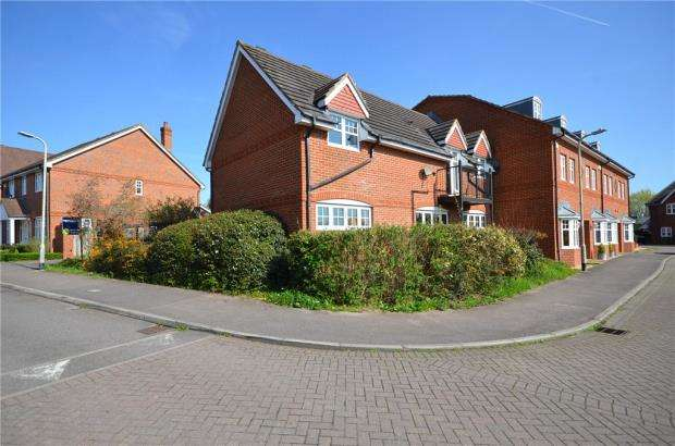 2 Bedrooms Maisonette Flat for sale in Skylark Way, Shinfield, Reading