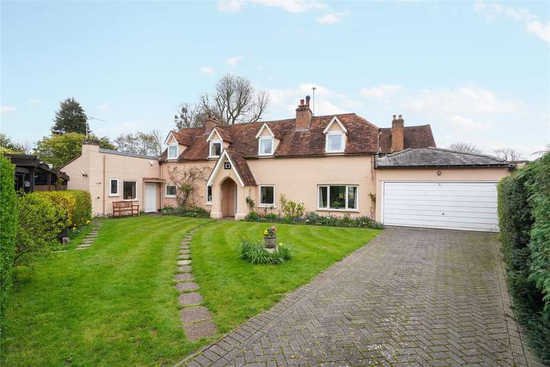 4 Bedrooms Detached House for sale in St. Anns Road, Chertsey, Surrey, KT16