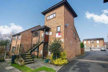 1 Bedroom Flat for sale in Jubilee Gardens, New Mills, High Peak, Derbyshire